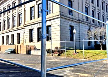Ugly Courthouse fence is here to stay